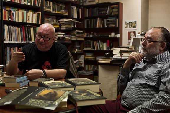 Juan Luis y Rafael mesa Valdemar charlando con Fabulantes