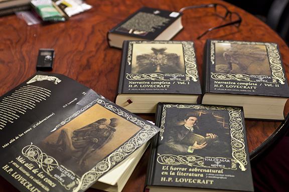 Libros sobre la mesa de Valdemar