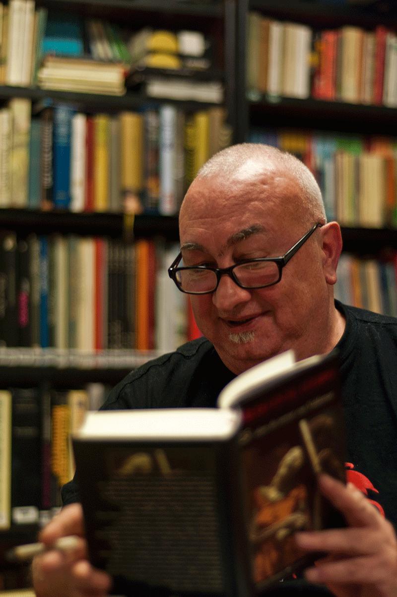 Rafael Diaz Santander leyendo valdemar fabulantes