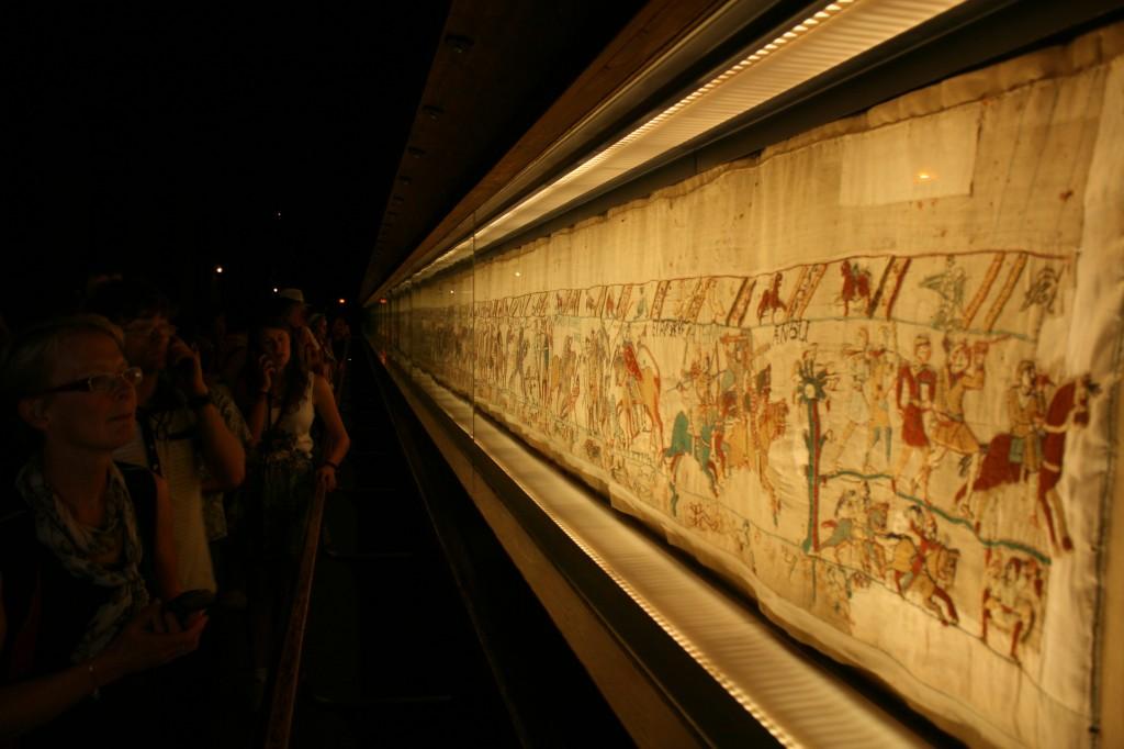 El Tapiz de Bayeux expuesto en el Musée de la Tapisserie de Bayeux, Normandia.