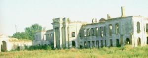 Una panorámica del escenario habitual que contemplaba el pequeño Minsc en su natal Iziaslav: las ruinas del castillo  Sangushky (siglo XVI). Los Sangushky tenían fama de vampiros.