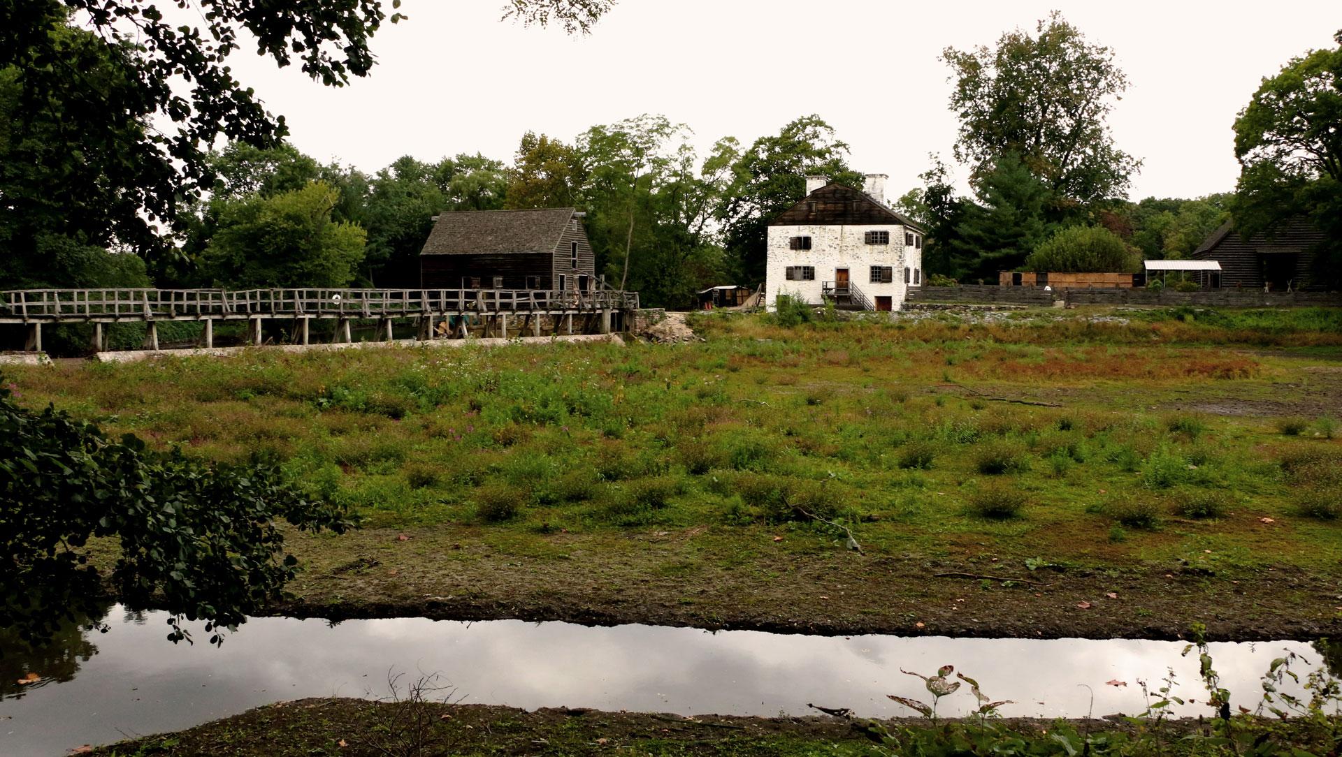 anapicossleepyhollow02-puente-molino-casa-senorial-y-granero-holandes