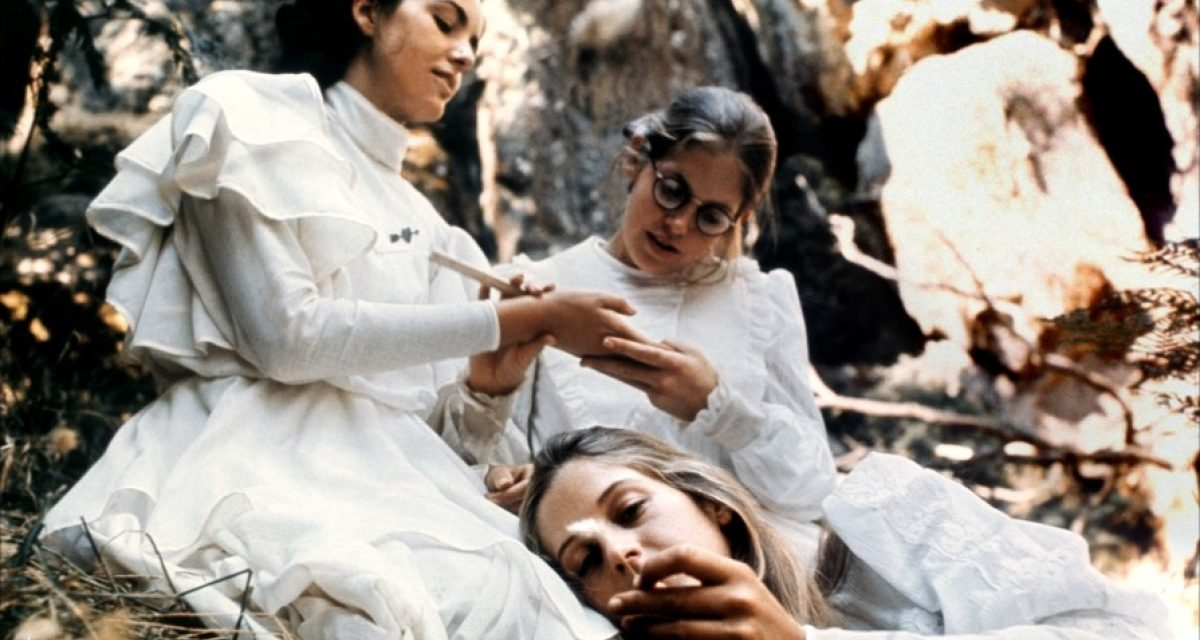 Picnic en Hanging Rock, Joan Lindsay: A plena luz del día